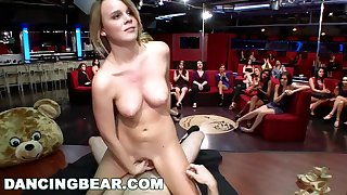Dancing Bear - CFNM Whores Sucking Nam Stripper Dick Tại The Club (db11453)