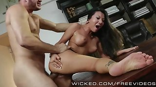 Wicked - Asa Akira gets fucked trong văn phòng